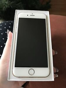 Gold IPhone 6 with Mophie case