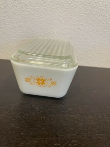 VTG Pyrex Town & Country Cross Stitch Snowflake Refrigerator Dish with Lid  502