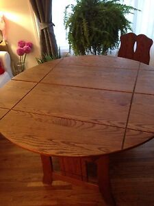 Reduced solid oak table with leaf and 6 chairs