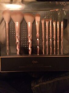 Quo makeup brushes unopened