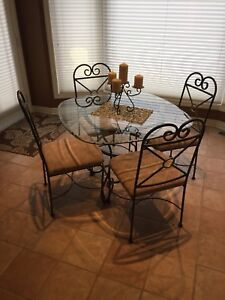 Dinette set and matching bakers rack