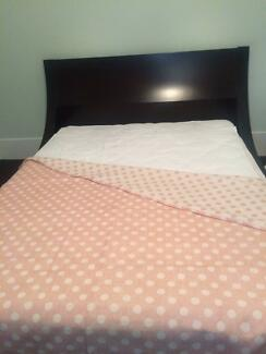 Queen size bed and matching chest of drawers