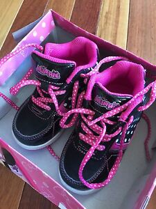 Minnie Mouse Hi Top Toddler size 6and a half