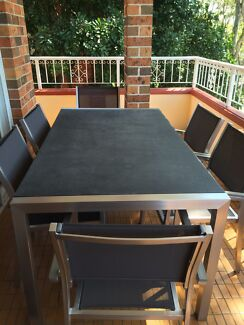Aluminum outdoor table and chairs Brighton-le-sands Rockdale Area Preview