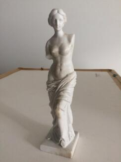 Decorative statuette figurine