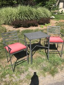 Outdoor patio bar table and chairs