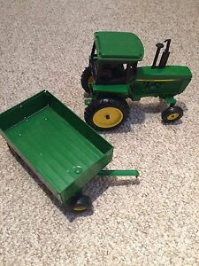 JD 1:32 Die Cast Tractor and trailee