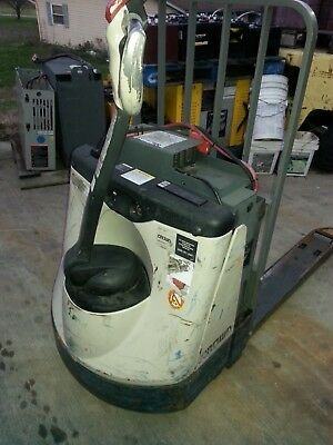 Crown Pallet Jack Truck Fork Lift Newark Ohio