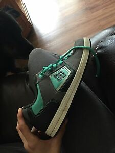 Girls DC shoes size 9 - Almost brand new