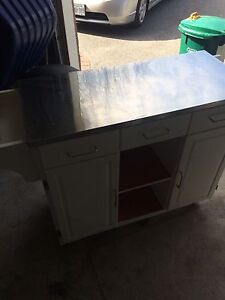 Great condition Portable cabinet storage on wheels!!!