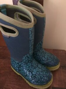 Green/blue bogs boots size 11  - great condition