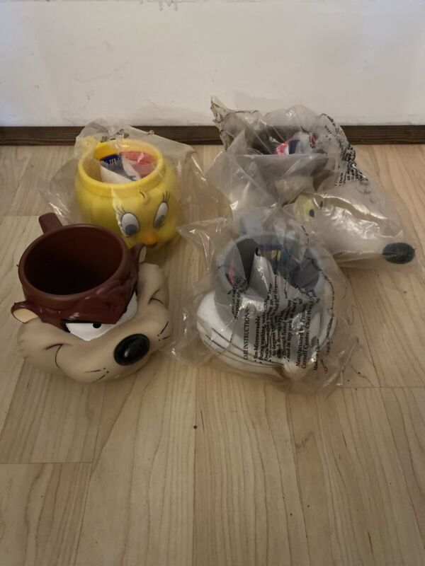 Vtg 1992 LOONEY TUNES Bugs Bunny Tweety Taz Wiley Coyote 3D Face Mugs Sealed
