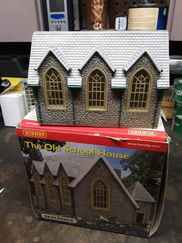 HORNBY SKALEDALE R8517 THE OLD SCHOOL HOUSE OO SCALE PRE-OWNED $49