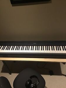 Yamaha P85 Electric Piano with Stand