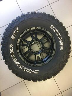 COOPER DISCOVERER STT TYRE AND RIM
