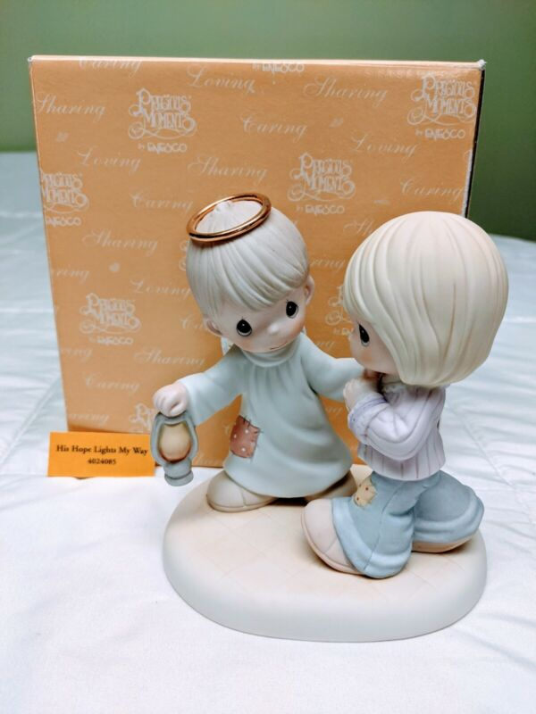 Precious Moments Figurine - His Hope Lights My Way #4024085: Pre-Owned