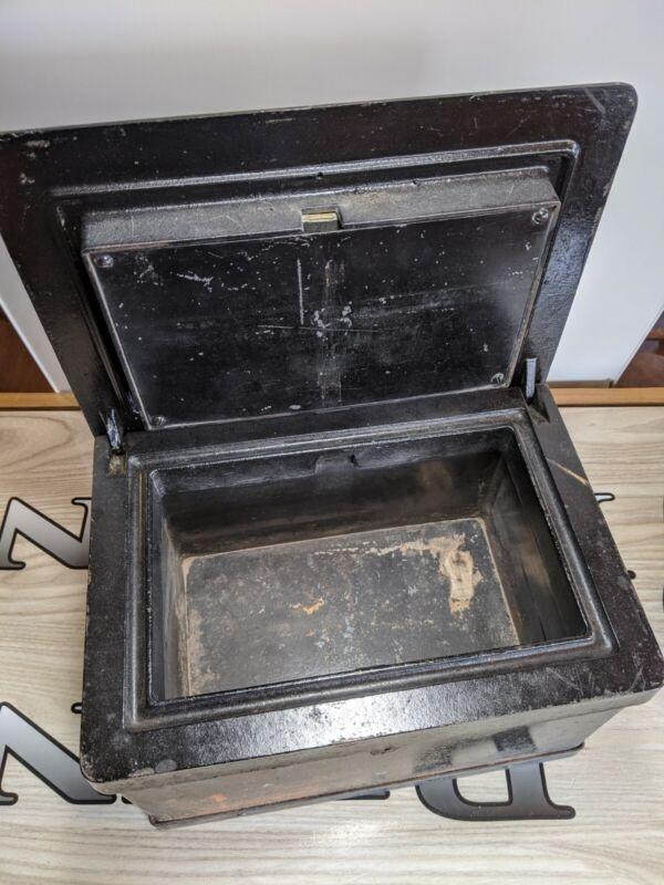 Rare ANTIQUE Cast Iron Strong box safe 1800s STAGECOACH Wagon WELLS FARGO Cowboy