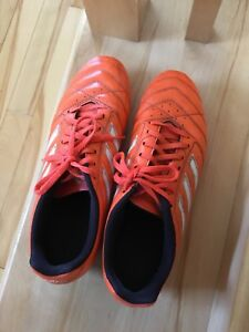 Chaussures à crampons adidas taille 9