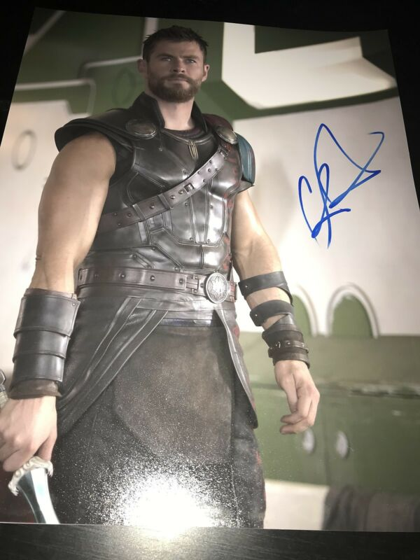 CHRIS HEMSWORTH SIGNED AUTOGRAPH 11x14 PHOTO THOR MARVEL AVENGERS IN PERSON F