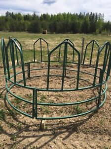 Tombstone bale feeders