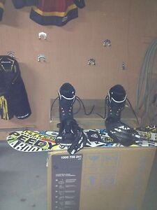 Firefly Youth snow board, size 4 boots