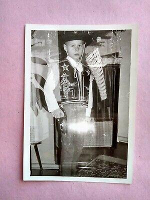 tik kleiner Junge Pimpf als Cowboy verkleidet Mode Fashion (Kleine Jungs Verkleidet)