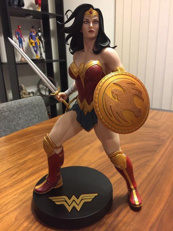 DC Designer Series, 1:6 Scale Wonder Woman by Frank Cho, (0200/5000) Displayed