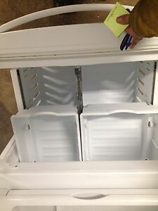 Kenmore elite fridge 2 years old Stratford Kitchener Area image 5