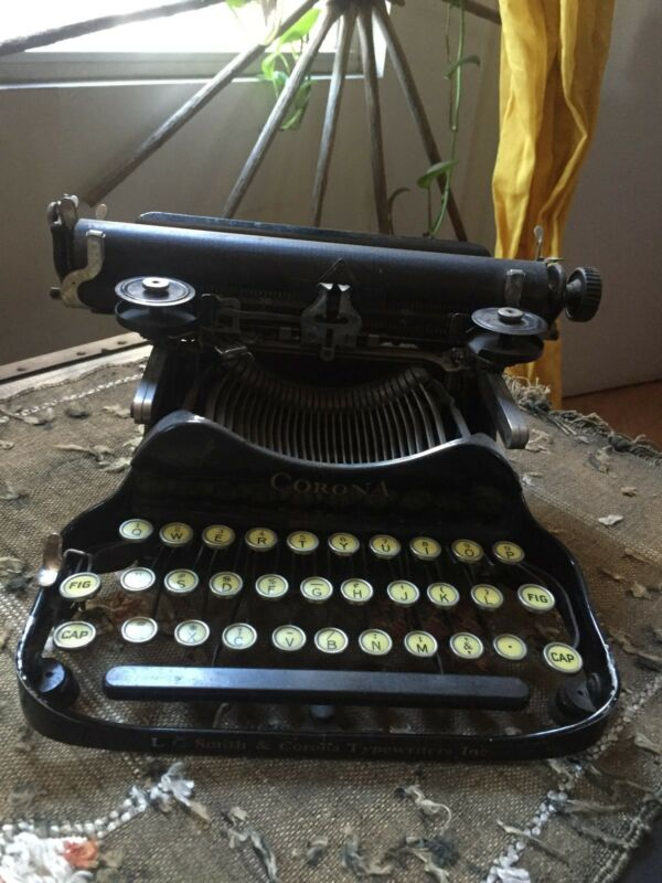 LC SMITH & CORONA folding portable typewriter