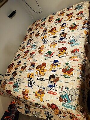 Vintage Football NFL twin size Comforter with lots of teams sports kids bedding