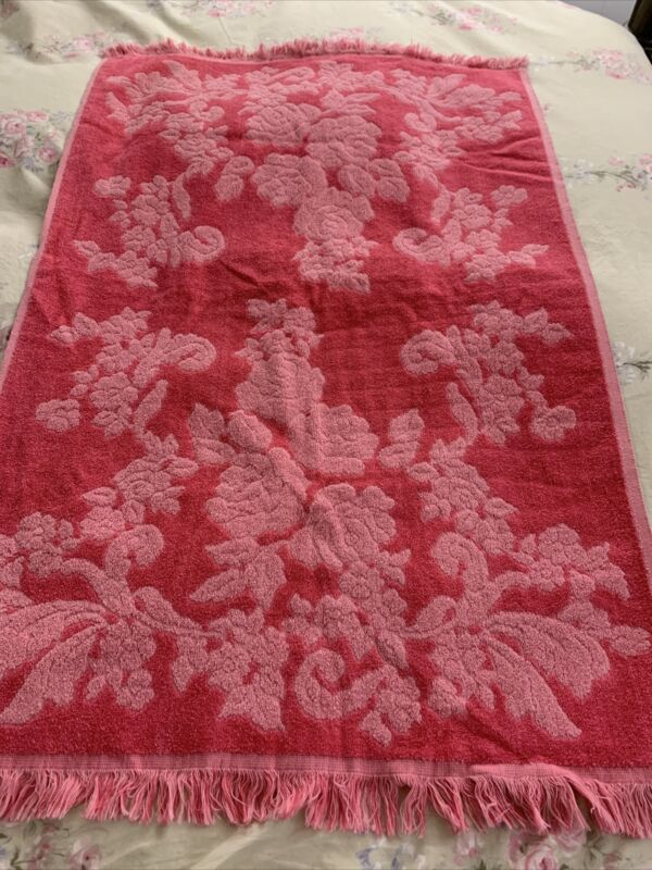 VINTAGE CANNON MONTICELLO PINK SCULPTED ROSE FLORAL FRINGED BATH TOWEL