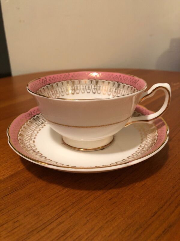 Vintage Pre-owned  Royal Grafton Bone China Cup And Saucer