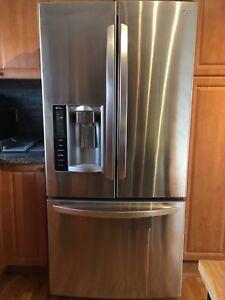 Réfrigérateur LG 27,6 pieds cubes eau et glaçons