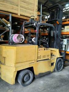 USED 1990 Caterpillar T150D Ride-on Forklift