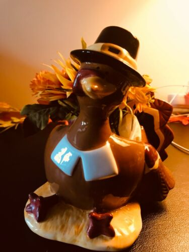 Vintage Thanksgiving PORCELAIN PILGRIM TURKEY CENTERPIECE Figurine Vase wFlowers