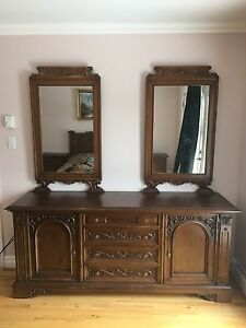 Antique Queen size Bedroom set
