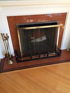 Fireplace screen and utensils