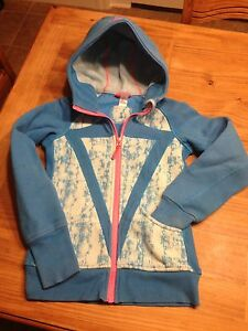 Ivivvva size 8 Sweater and Triple Flip Size 5 EUC