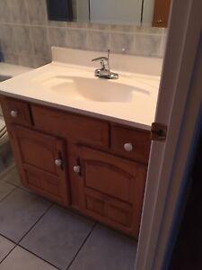 Vanité de salle de bain en bois véritable