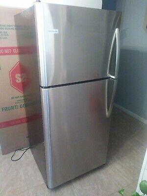 Frigidaire 30 in Freestanding Top Mount Refrigerator Stainless Steel FFTR2021TS