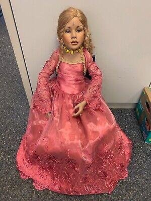 Künstlerpuppe Ruby Doll Collection Porzellan Puppe 90 cm. Top Zustand. ()