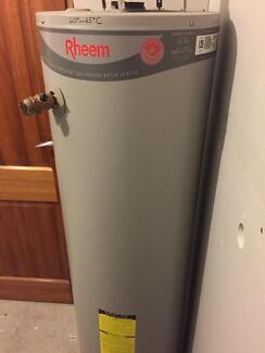 Rheem 135 Indoor Gas Water Heater Cheltenham Kingston Area Preview