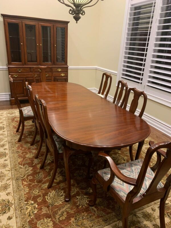 Henkel Harris Dinette Set, table, six chairs, china cabinet. Excellent condition