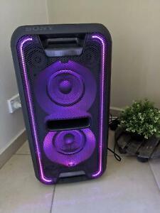 BLACK SONY PARTY SPEAKER AUDIO SYSTEM W/ BLUETOOTH (GTK-XB7)