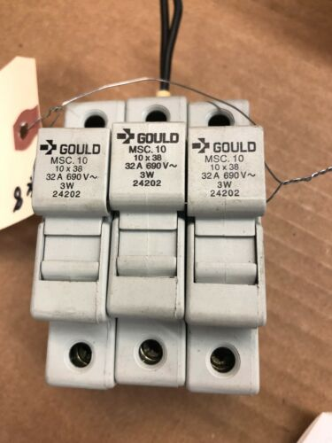 32 A 690 V Gould Breakers