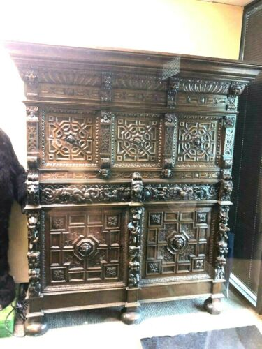 Cabinet Louis XIII Carved Oak