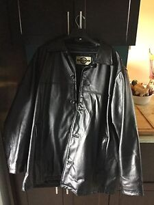 Men's Large Black Leather Coat in Excellent Condition