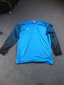 Nike goalie shirt L.