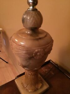 Très belle lampe des années 50/60 en albâtre/marbre
