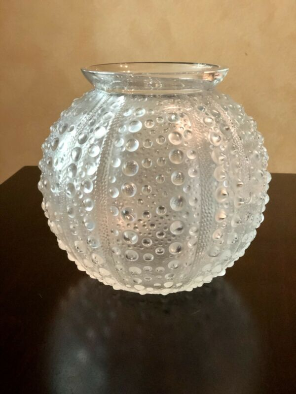 "RENE LALIQUE ""OURSIN""/SEA URCHIN FROSTED VASE, SIGNED ca.1935"
